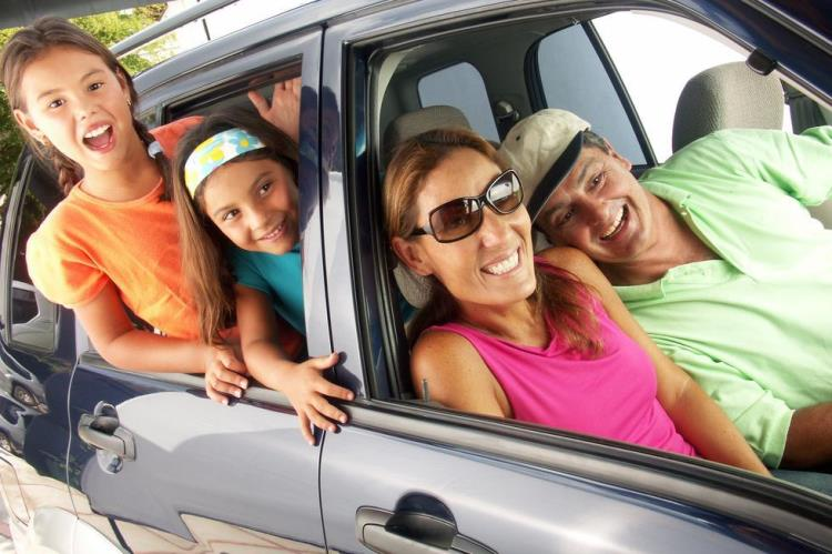 kunjungan keluarga antar kota dengan rental mobil
