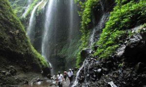 paket wisata bromo air terjun madakaripura
